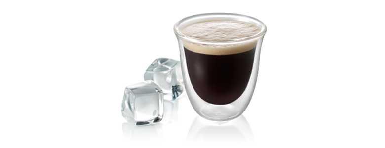 Sklenice káva shakerato